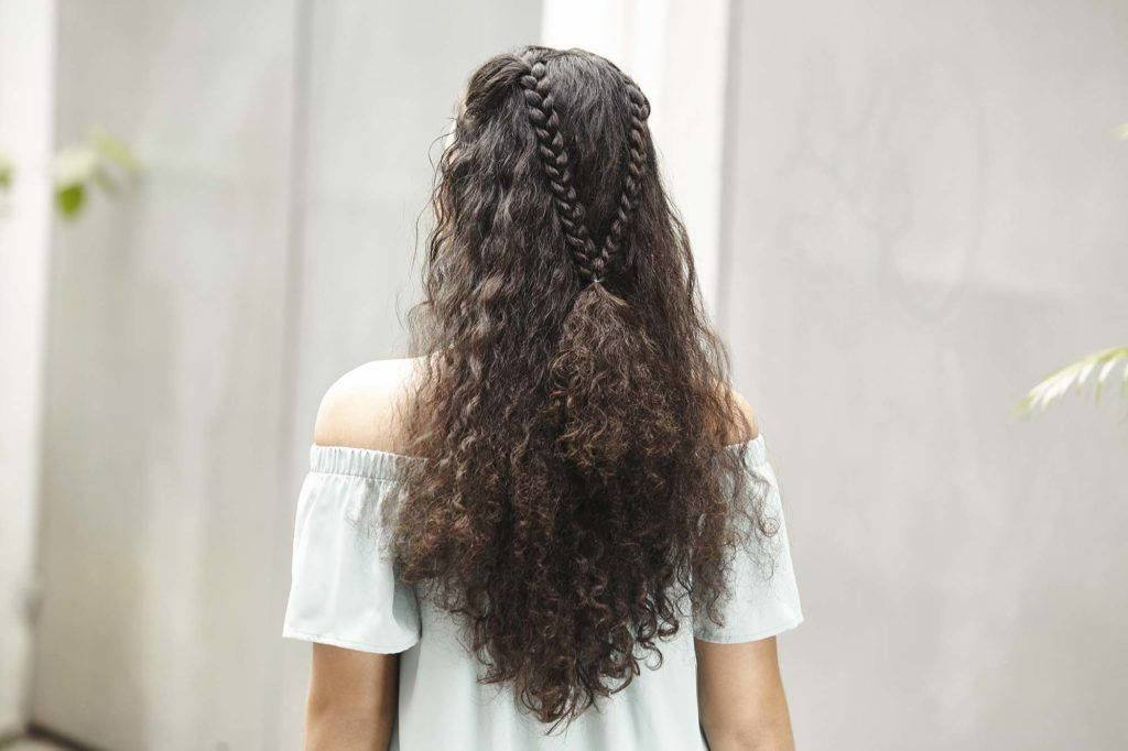cute hairstyles with curly hair
